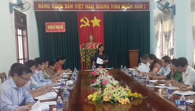 Đồng chí Lê Thị Kim Đơn, Ủy viên Ban Thường vụ Tỉnh ủy, Trưởng Ban Tuyên giáo Tỉnh ủy, trưởng đoàn kiểm tra làm việc tại Ngọc Hồi