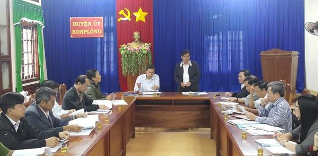 Đoàn kiểm tra của Ban Thường vụ Tỉnh ủy kiểm tra công tác phân công đảng viên phụ trách hộ, nhóm hộ tại Ban Thường vụ Huyện ủy Kon Plông.