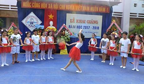 Văn nghệ chào mừng khai giảng năm học mới 2017-2018 tại trường Tiểu học THSP Ngụy Như Kon Tum