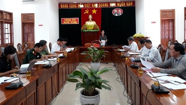 Đồng chí Y Mửi, Phó Bí thư Thường trực Tỉnh ủy, Trưởng Ban Chỉ đạo phát biểu tại cuộc họp.
