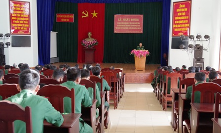 Đồng chí Đại tá Lê Minh Chính, Phó Chính ủy BĐBP tỉnh phát biểu chỉ đạo buổi lễ