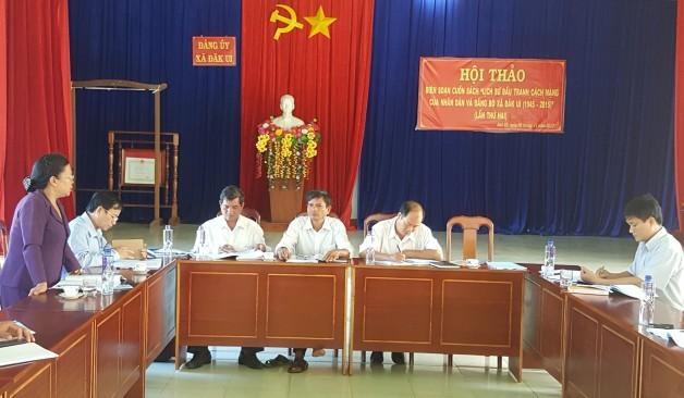 Đồng chí Y Vêng - nguyên UVTW Đảng, Bí thư Tỉnh ủy Kon Tum phát biểu góp ý tại Hội thảo