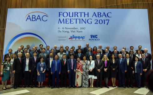 Đối thoại giữa các nhà lãnh đạo kinh tế APEC với Hội đồng Tư vấn doanh nghiệp APEC (ABAC) lần thứ 4.