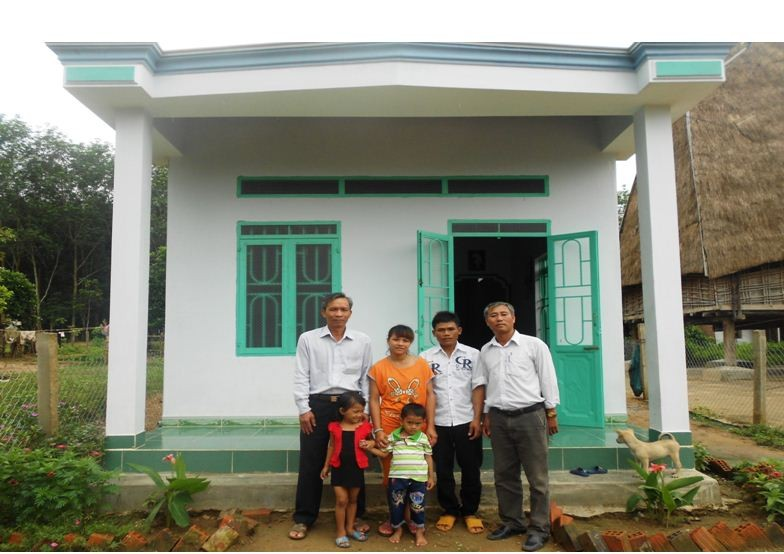 Trao nhà đại đoàn kết cho hộ nghèo tại xã Đăk La, huyện Đăk Hà