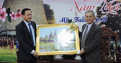 Ngài Thang - Savon tặng tranh lưu niệm