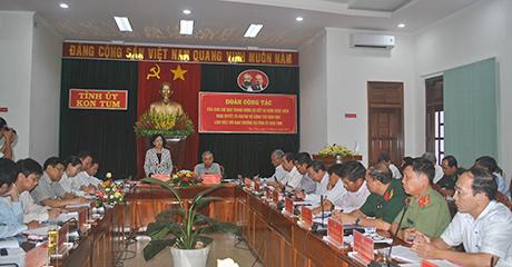 Đồng chí Trương Thị Mai phát biểu tại buổi làm việc