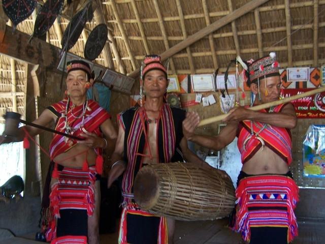 Độc đáo nhạc cụ dân tộc của người Giẻ - Triêng