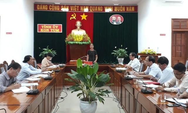 Phó Bí thư Thường trực Tỉnh ủy Y Mửi phát biểu tại cuộc họp.