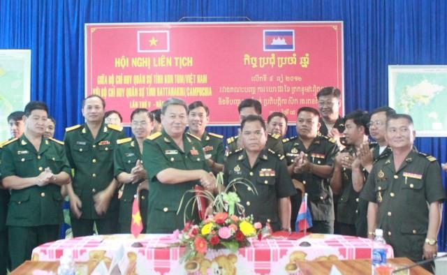 Bộ CHQS tỉnh Kon Tum ký kết liên tịch với Bộ CHQS tỉnh Rattanakiri tháng 5 năm 2012 (CPC)