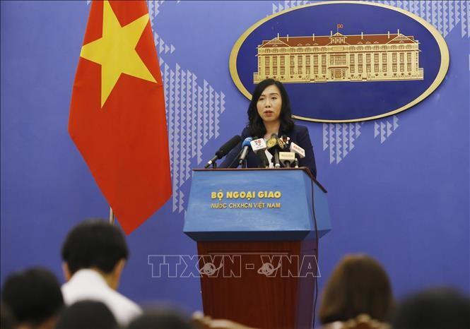 Người phát ngôn Bộ Ngoại giao Lê Thị Thu Hằng trả lời một số câu hỏi của phóng viên báo chí trong nước và quốc tế. Ảnh: Lâm Khánh/TTXVN
