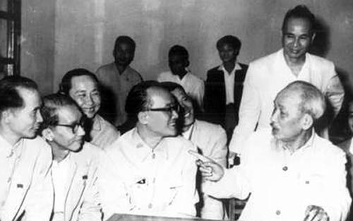 """Nghiên cứu, quán triệt và vận dụng tư tưởng Hồ Chí Minh về chống chủ nghĩa cá nhân sẽ rút ra bài học có giá trị đối với việc đấu tranh chống """"tư duy nhiệm kỳ"""" ở Việt Nam hiện nay - Nguồn: voh.com.vn"""