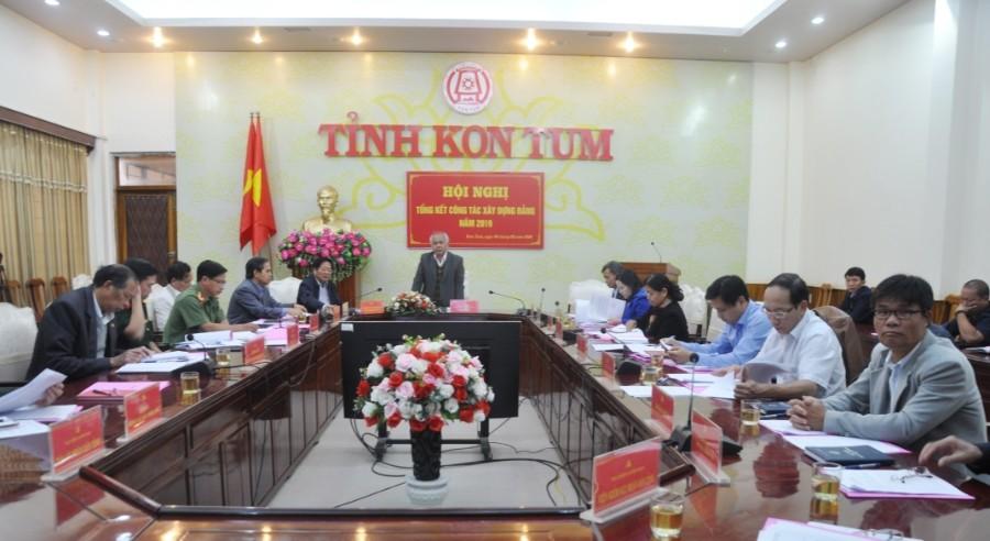 Đồng chí Phó Bí thư Tỉnh ủy A Pớt phát biểu tại Hội nghị. Ảnh TVP