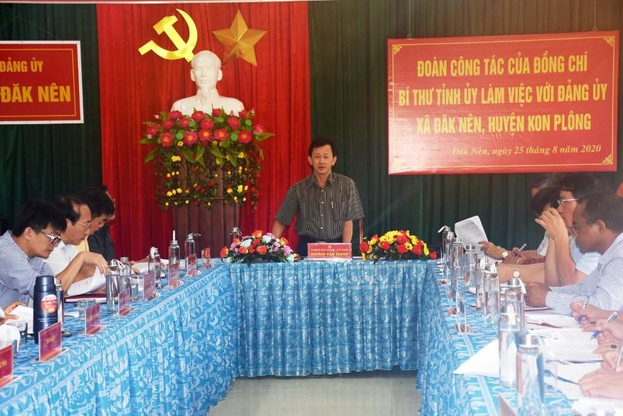Quang cảnh buổi làm việc với Đảng ủy xã Đăk Nên. Ảnh: VP