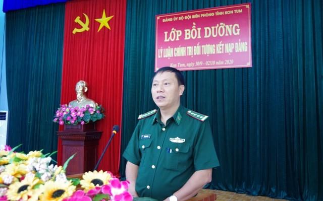 Đồng chí Đại tá Lê Minh Chính - Bí thư Đảng ủy, Chính ủy BĐBP tỉnh đến dự và phát biểu chỉ đạo tại buổi khai mạc
