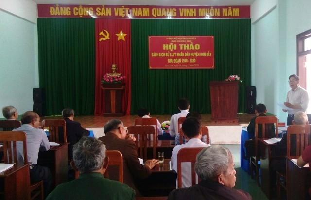 Đồng chí Nguyễn Quang Thủy – Phó Ban Tuyên giáo Tỉnh ủy phát biểu tại Hội thảo