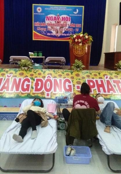 Quang cảnh Ngày hội Hiến máu tình nguyện tại Kon Rẫy