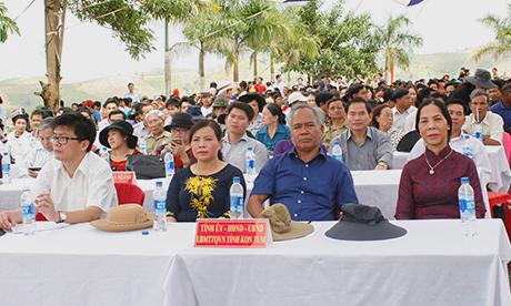 Các đồng chí lãnh đạo tỉnh dự Lễ tưởng niệm