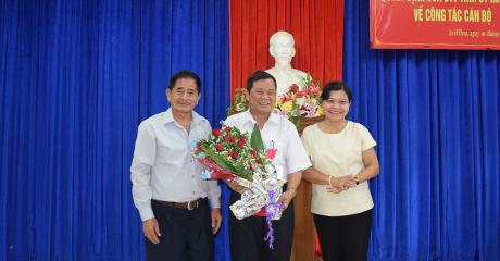 Trao Quyết định cho đồng chí Nguyễn Hồng Tâm
