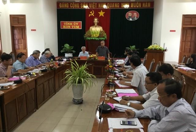 Đồng chí Nguyễn Văn Hùng, UVTW Đảng, Bí thư Tỉnh ủy phát biểu tại Hội nghị.