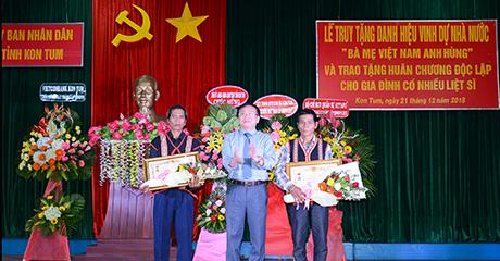 """Trao Quyết định Truy tặng danh hiệu vinh dự Nhà nước """"Bà mẹ Việt Nam anh hùng"""" cho thân nhân các Mẹ"""