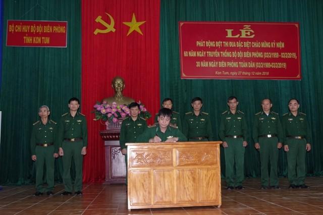 Đại diện các cơ quan, đơn vị tham gia ký kết giao ước thi đua
