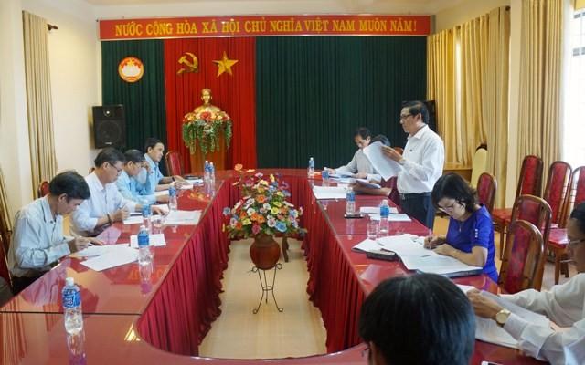 Các đồng chí trong Ban Thường trực Ủy ban MTTQ Việt Nam tỉnh tham gia ý kiến vào văn kiện đại hội MTTQ Việt Nam huyện Ngọc Hồi