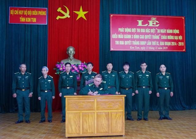 Các cơ quan, đơn vị trong BĐBP Kon Tum ký kết giao ước thi đua.