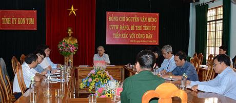 Bí thư Tỉnh ủy Nguyễn Văn Hùng và lãnh đạo các sở, ban, ngành tỉnh, huyện Đăk Hà tiếp, đối thoại trực tiếp với công dân vào ngày 08/11/2019. (ảnh TL)