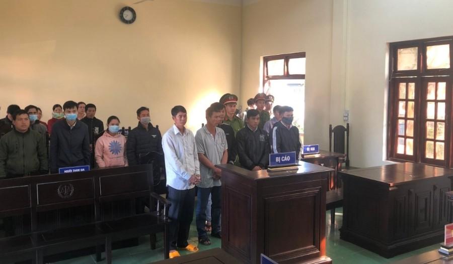 Các bị cáo trước phiên tòa. Ảnh: ĐN