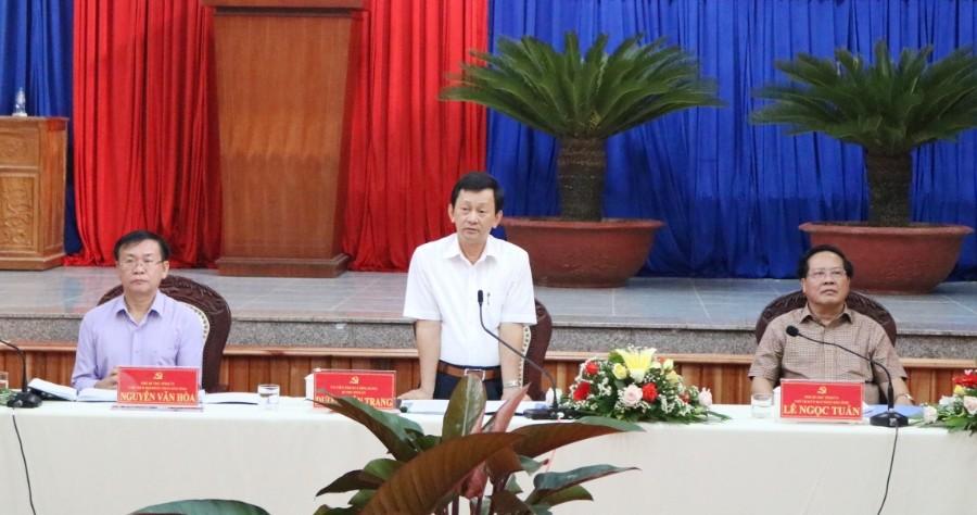 Đồng chí Bí thư Tỉnh ủy Dương Văn Trang phát biểu tại cuộc làm việc. Ảnh: TT