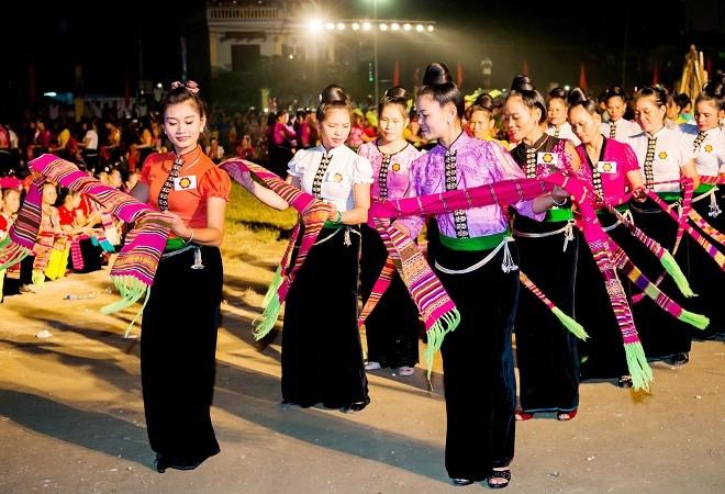 Múa xòe - nét sinh hoạt văn hóa đặc sắc, một điệu múa phổ biến trong cộng đồng người Thái Tây Bắc