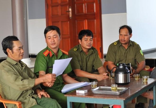Công an xã Ia Chim, thành phố Kon Tum tuyên truyền pháp luật tại nhà dân