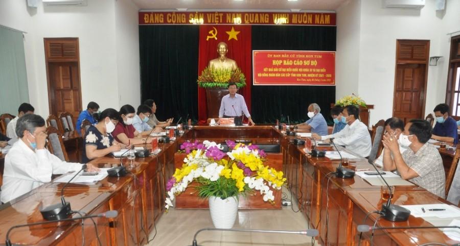 Đồng chí Nguyễn Văn Hòa - Phó Bí thư Tỉnh ủy, Chủ tịch HĐND tỉnh, Chủ tịch UBBC tỉnh chủ trì cuộc họp. Ảnh: TVP